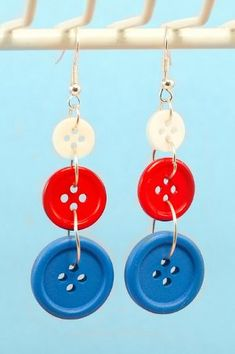 DIY Fourth Of July Button Earrings via My Favourite Things. I would do this with one button, any pretty colors! and put some glitter on it! Old Jewelry, Jewelry Crafts, Beaded Jewelry, Jewelry Making, Silver Jewellery, Button Art, Button Crafts, 1 Button, Button Earrings