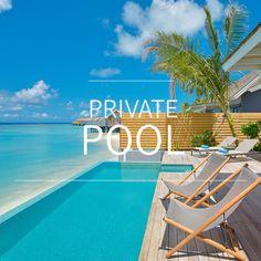 Vom Bett direkt in den Pool! Für euch haben wir die schönsten Hotels mit Privatpool zusammengestellt. #PrivatePool #Pool #Luxus #Luxury #Lifestyle #Travel Pool Bar, Restaurant, Private Pool, Outdoor Decor, Diving School, Windsurfing, Beautiful Hotels, Maldives, Luxury