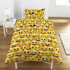 LICENSED EMOJI MULTI YELLOW FACE SINGLE DUVET £19.00 Emoji Multi Yellow Face Single Duvet Set comes complete with one pillowcase which measures approx 50cm x 75cm, the duvet cover measures approx 137cm x 148cm and will fit any standard bed. The Panel Duvet cover is made from 48% Cotton & 52% Polyester and comes with full colour printed Emoji print and branding. Wash and handling instructions label on the packaging. This Emoji duvet set is an official product.