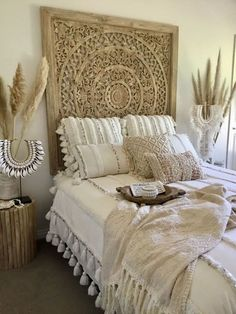 Boho bedroom styling by Tropical Interiors Style de chambre Boho par Tropical Interiors Bohemian Bedroom Decor, Junk Gypsy Bedroom, Tribal Bedroom, Bali Bedroom, Tropical Bedroom Decor, Tropical Bedding, Tropical Bedrooms, Moroccan Bedroom, Boho Room