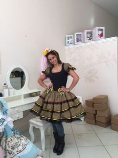 VESTIDO CAIPIRA COM CORPO DE SUPLEX EM ESTILO CORPETE,SAIA EM TRICOLINE, RENDAS E FITAS NO CLIMA CAIPIRA QUE TEM QUE SER!!! FAZEMOS DO P AO XGG Cute Dresses, Girls Dresses, Summer Dresses, Pretty Outfits, Beautiful Outfits, Baby Kind, Kids Wear, Custom Clothes, Marie