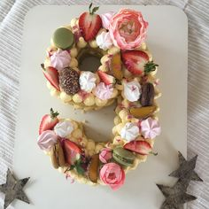 Flower cake Floral Wreath, Wreaths, Cake, Flowers, Beautiful, Food, Home Decor, Kitchens, Pie Cake