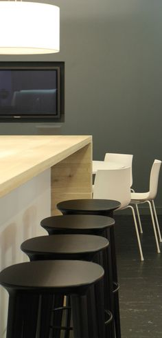 E Skills  / 14MM Engineered / Oak / Classic / Castle White / worktops, cupboard fronts, tables, seating, wall panelling.