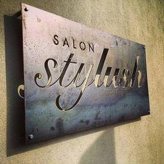 Quick little plasma cut steel sign lampe deco, salon de barbier, salon de b Restaurant Signs, Pub Signs, Door Signs, Salon Signs, Beauty Salon Decor, Salon Names, Plasma Cutting, Cnc Plasma, Plasma Table