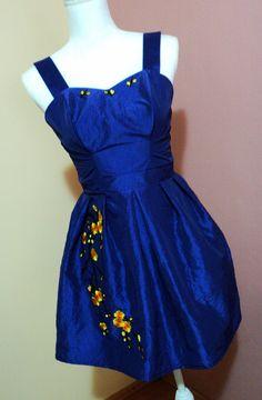 rochie scurta din tafta albastra cu aplicatii florale