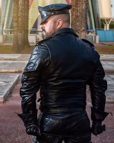 Come with me !!!  #gaybeard #gayhunk #gaydude #fetishmen #leathermuscle #leathermen #gayleather #gayspain #gaymen #guysngear #reconfetish