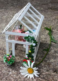 25 Cute DIY Fairy Furniture and Accessories For an Adorable Fairy Garden Miniature Greenhouse, Diy Greenhouse, Miniature Fairy Gardens, Miniature Dollhouse, Miniature Fairies, Dollhouse Ideas, Fairy Crafts, Garden Crafts, Garden Ideas