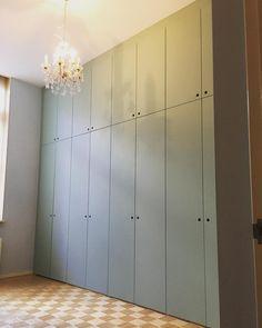 Hall Wardrobe, Ikea Wardrobe, Wardrobe Design Bedroom, Built In Wardrobe, Diy Hanging Shelves, Armoire, Home Remodeling, Interior Decorating, New Homes