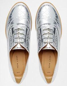 Aumentar Zapatos Oxford planos en plateado Komedian de New Look
