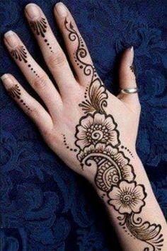 Mehndi is something that every girl want. Arabic mehndi design is another beautiful mehndi design. We will show Arabic Mehndi Designs. Easy Mehndi Designs, Latest Henna Designs, Henna Tattoo Designs Simple, Back Hand Mehndi Designs, Henna Art Designs, Mehndi Designs For Beginners, Mehndi Simple, Mehndi Designs For Fingers, Mehndi Design Images