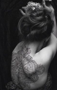#tattoo ☆ henna back tattoo ☆ So beautiful! I do henna designs but nothing like this-so intricate
