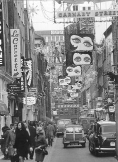 Carnaby Street, London, Christmas 1964 by Vintage London, Old London, Vintage Shops, Carnaby Street, London Street, Oxford Street, Cultura Pop, Vintage Photography, Street Photography