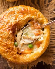 Chicken Pot Pie Close up of spoon shopping up filling of Chicken Pot Pie in a ramekin with puff pastry topping made from scratch with uncooked chicken. The post Chicken Pot Pie appeared first on Rezepte. Tomato Cream Sauces, Comfort Food, Strudel, Quiches, Empanadas, Food To Make, Chicken Recipes, Food And Drink, Cooking Recipes