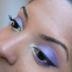 #motd is a violet and gold eye look using the #bhcosmetics #eyesonthe70s #eyeshadow #palette.   White shade (browbone)  Medium brown shade (crease) Pale pink shade (inner third) Gold shade (tear duct) Violet purple shade (middle and outer corner) Black shade (winged liner)   #crueltyfree #makeup #makeuppalette #leapingbunny #fotd #wingedliner #brownskin #blackeyes #hotashi