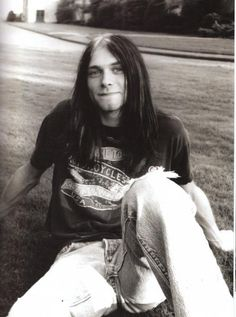 💣🆘️🔥🎸👍Kurt Cobain of Nirvana ❤🌷💋he is so young Kurt Cobain Photos, Nirvana Kurt Cobain, Banda Nirvana, Dark Romance, Frances Bean Cobain, Donald Cobain, Smells Like Teen Spirit, Foo Fighters, Jimi Hendrix