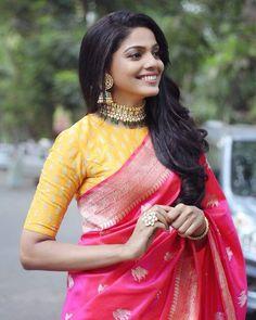 Sari Blouse Designs, Fancy Blouse Designs, Designer Blouse Patterns, Dress Designs, Trendy Sarees, Stylish Sarees, Fancy Sarees, Red Saree Wedding, Wedding Dress