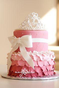 Little Girls Birthday Princess Cake Birthday Cake Girls, Princess Birthday, Birthday Ideas, Torta Princess, Princess Crown Cake, Bolo Gucci, Beautiful Cakes, Amazing Cakes, Fondant Cakes
