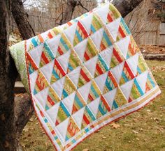 Tri-Me Honey Bun Quilt | This modern strip quilt tutorial is easy for quilting newbies!