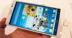 Huawei Ascend Mate  La nueva phablet de Huawei tiene una pantalla HD de 6.1 pulgadas (720p) y un modelo de procesador por ahora desconocido de cuatro núcleos con frecuencia a 1.5 GHz.