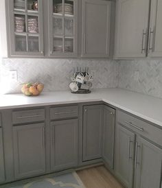 16 The Biggest Myth About Grey Backsplash Kitchen Exposed ~ Best Dream House Grey Kitchen Cabinets, Kitchen Redo, Home Decor Kitchen, New Kitchen, Home Kitchens, Kitchen Remodel, Kitchen Cupboard, Kitchen Ideas, Brown Cabinets
