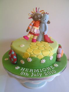 In the Night Garden cake with Iggle Piggle, Upsy Daisy and the HaaHoos by CakeyCake Garden Birthday Cake, First Birthday Cakes, Birthday Ideas, 3rd Birthday, Cake Icing, Eat Cake, Cupcake Cakes, Cupcakes, Twins Cake