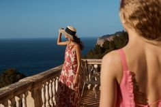 Discover the latest trends in Mango fashion, footwear and accessories. Fashion Advertising, Advertising Campaign, Color Carey, New Trends, Latest Trends, Beauty Journal, Le Grand Bleu, Summer Editorial, Fashion Catalogue