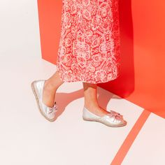 Vidorreta bow metallic leather espadrilles will make the perfect addition to your shoe lineup this season. Expertly crafted in Spain, this pair has a rubber sole for grip. Try them with everything from cropped jeans to printed dresses | SPANISH SHOP ONLINE
