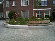 Fraaie bank in openbare ruimte, Tilburg, Molenbochtstraat
