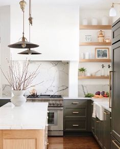 "Kelsey | OKC Interior Designer on Instagram: ""Happy August friends! Can't believe how fast this summer has flown by. Let's start this new month off with the most gorgeous kitchen by…"" Kitchen Post, Home Decor Kitchen, Home Kitchens, Kitchen Ideas, Kitchen Layout, Kitchen Interior, Style Me Pretty Living, Hill Interiors, Bright Kitchens"