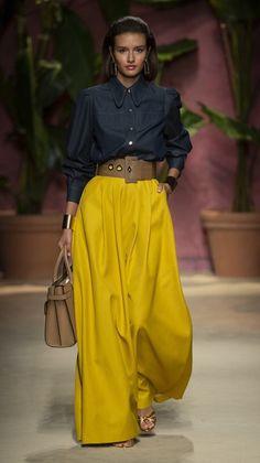 Luisa Spagnoli at Milan Fashion Week Spring 2020 - spring fashion High Street Fashion, Fashion Mode, Petite Fashion, Look Fashion, Runway Fashion, Korean Fashion, Spring Fashion, Autumn Fashion, Fashion Outfits