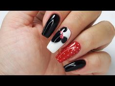 Minnie Mouse nails art tutorial step by step Disney Acrylic Nails, Cute Acrylic Nails, Cute Nails, Pretty Nails, Minnie Mouse Nail Art, Mickey Nails, Funky Nail Art, Funky Nails, Disneyland Nails