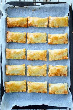 Each baked curry puff is loaded up with mince, spices and root vegetables. The filling is then wrapped in puff pastry and baked until golden and delicious. Savoury Baking, Puff Pastry Recipes Savory, Mini Pie Recipes, Mince Recipes, Venison Recipes, Curry Recipes, Chicken Recipes, Savory Snacks, Appetisers