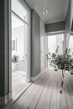 〚 Bold decor in artful white Swedish apartment 〛 ◾ Photos ◾Ideas◾ Design Hallway Paint, Appartement Design, Apartment Interior Design, Make Design, Design Ideas, Decorating Blogs, Interior Inspiration, Decoration, Beautiful Homes