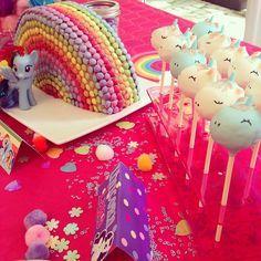 Cake pops licorne et gateau rainbow - Sweet Table My Little Pony