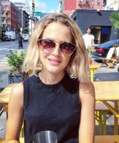 Tess Ward, Harry Styles, Pretty Hairstyles, Classic Style, Outfit Of The Day, Blonde Hair, Sunglasses Women, Hair Beauty, Celebrities