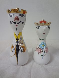 2 ON TUESDAY! Vintage Salt Pepper Shakers ITALY POTTERY KING & QUEEN - DERUTA ?