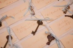 escort cards with vintage key.