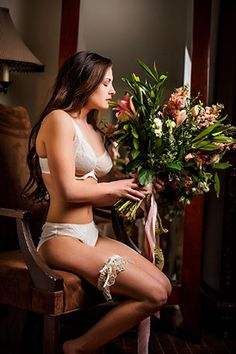 An elegant modern bridal editorial at a bed and breakfast, including a sophisticated boudoir shoot.  #BridalBoudoirPhotography #ModernBridalEditorial #ElegantBridalInspiration #SoftFeminineBridalInspiration