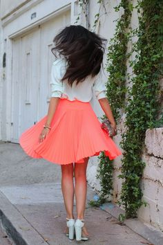 pleated coral skirt and CUTE shoes! Neon Skirt, Coral Skirt, Orange Skirt, Inspiration Mode, Street Style, Dress Me Up, Spring Summer Fashion, Summer Chic, Summer Vibes