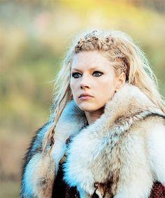 Cheveux Lagertha, Lagertha Hair, Vikings Tv Series, Vikings Tv Show, Vikings Ragnar, Norse Vikings, Artiste Martial, Katheryn Winnick Vikings, Vikings Halloween