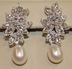 Modelos de Brincos para Noivas Usarem no Casamento Real Diamond Earrings, Diamond Earing, Bridal Earrings, Bridal Jewelry, Ring Earrings, Pakistani Jewelry, Indian Wedding Jewelry, Aquamarine Jewelry, Ear Jewelry
