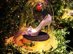 Cinderella-window-unveiling-Saks-NY-Lily-James-Richard-Madden-SaksPOV-6.jpg