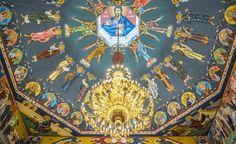 Kajaanin ortodoksisen kirkon kattomaalaukset. kahden eri maalarin maalaama: japanilaissyntyisen Petros Sasakin ja kyproslaisen Alkiviadis Kepoliksen