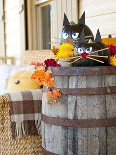 DIY Black Cat Halloween Pumpkins on Rustic Barrel