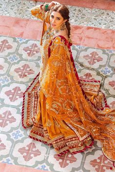 Pakistani Bridal Dresses Online, Pakistani Bridal Wear, Pakistani Dress Design, Pakistani Outfits, Bridal Lehenga, Indian Bridal, Indian Outfits, Indian Clothes, Indian Dresses