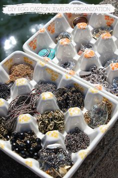 DailyBuzz Style - DIY Egg Carton Jewelry Organization   The Kina's. --  For compact method of transporting AND showing beading for festivals?