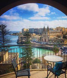 Balluta Bay in Sliema/St. Julian's, Malta -- Kom fietsen door het prachtige #Malta https://www.bajabikes.eu/nl/malta-highlights-fietstour/