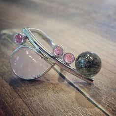 Wundervolle Kombination aus Rosenquarz, pinkem Turmalin und Turmalinquarz, gefertigt in Silber rhod.