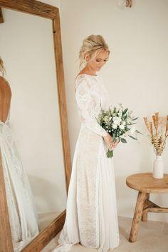 Totally Adorable Long Sleeve Winter Wedding Dress Ideas Every Women Want 15