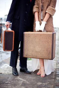 Own a legit trunk suitcase like back in the day. On the day I travel with that I might just be compelled to take a train. Vintage Suitcases, Vintage Luggage, Vintage Travel, Vintage Trunks, Vintage Bags, Style Blog, 1930s Wedding, Timeless Wedding, Youre My Person